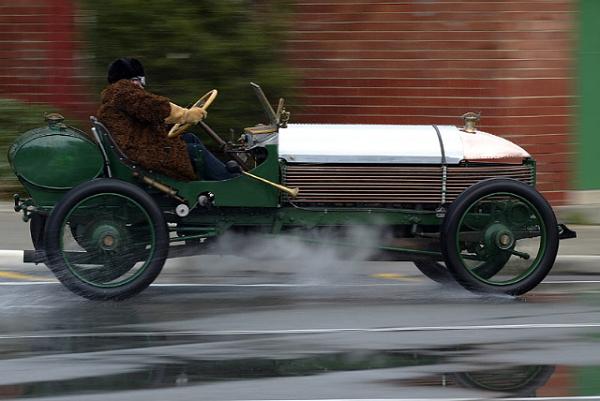 Peter Briggs' 1904 Napier L48 at speed.